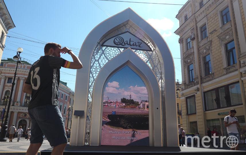 """Портал в Катар на Большой Морской. Фото Святослав Акимов, """"Metro"""""""