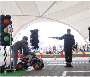 Экзамен по практике вождения  в детской автошколе. Фото Предоставлено пресс-службой