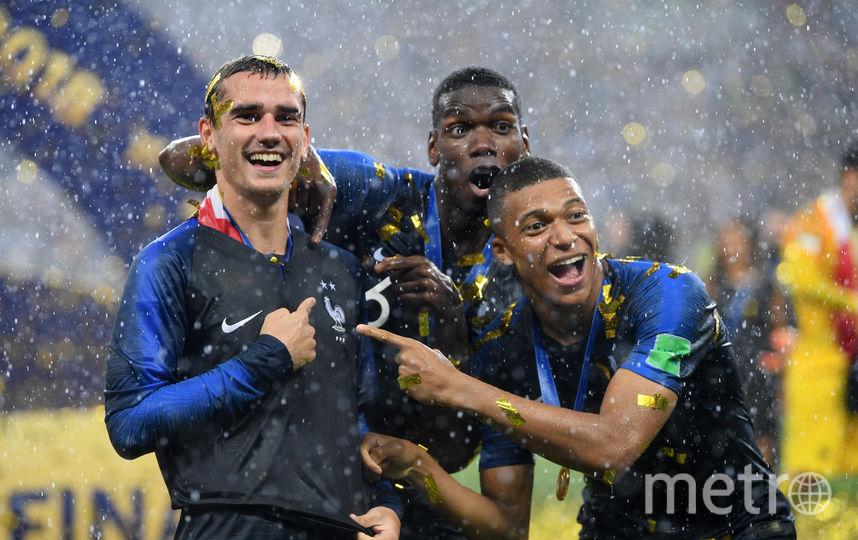 Антуан Гризманн с партнёрами по сборной Франции празднует успех. Фото Getty