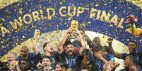 Сборной Франции вручили Кубок мира по футболу в ливень: яркие фото