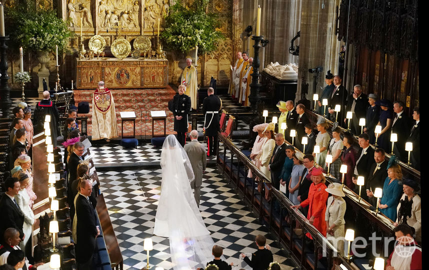 Принц Чарльз вел Меган к алтарю. Фото Getty