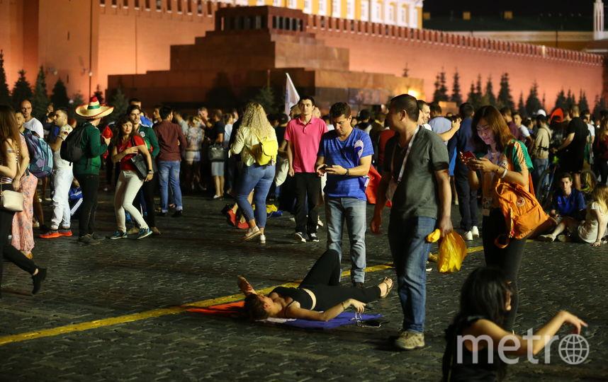 Фанаты у Мавзолея. Фото Василий Кузьмичёнок