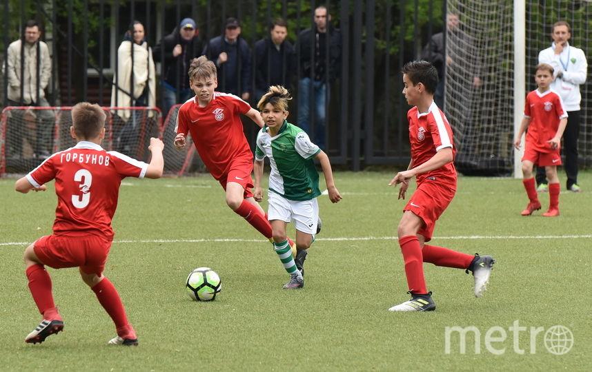 На чемпионатах среди детско-юношеских команд ребята играют по-взрослому. Фото Дмитрий Киселёв