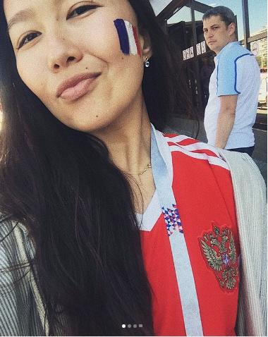 Болельщица матча Франция – Хорватия. Фото Instagram/aigera___3