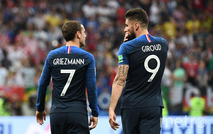 Оливье Жиру вместе с партнёром по сборной Франции Антуаном Гризманном. Фото AFP