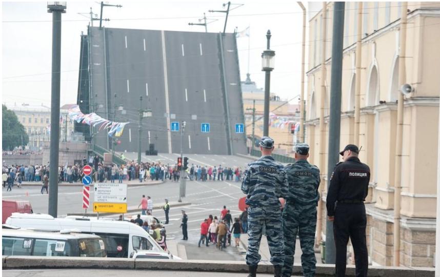 """Парад ВМФ в Петербурге в 2017-м году. Фото """"Metro"""""""