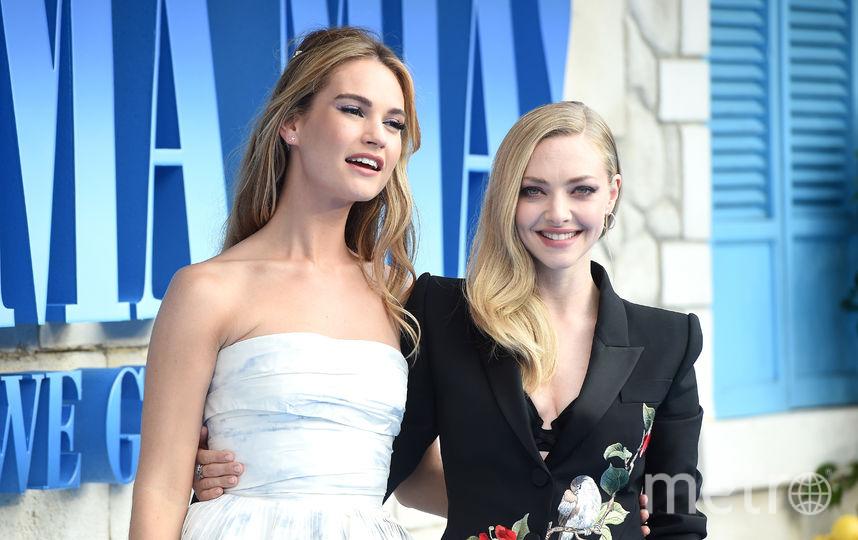 """Лондонская премьера фильма """"Mamma Mia! 2"""". Лили Джеймс и Аманда Сейфрид. Фото Getty"""