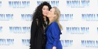 Шер и Мерил Стрип поцеловались на премьере