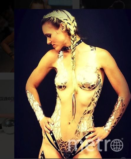 Вот так создаются модные купальники из изоленты. Фото https://www.instagram.com/blacktapeproject/