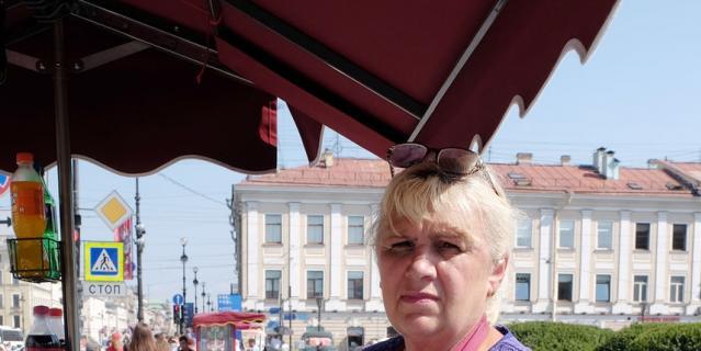 Галина, 59 лет продавец мороженого.