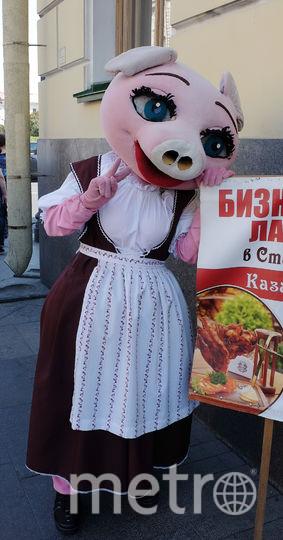 """Сергей, 21 год ростовая кукла Свинка. Фото Алена Бобрович, """"Metro"""""""