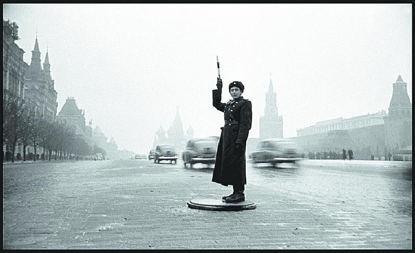 ГАИ на Красной площади. Фото Предоставлено Центром фотографии имени братьев Люмьер