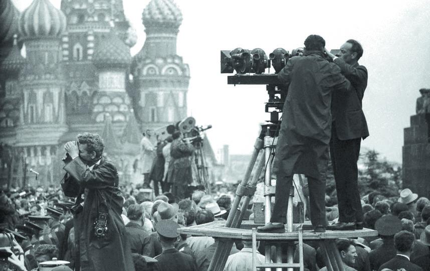 Встреча Терешковой и Быковского. Фото Предоставлено Центром фотографии имени братьев Люмьер