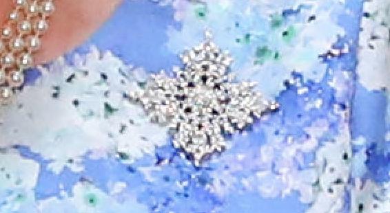 """Брошь """"Снежинка Канады"""", подаренная Елизавете II бывшим генерал-губернатором Канады Дэвидом Джонстоном. Фото Getty"""