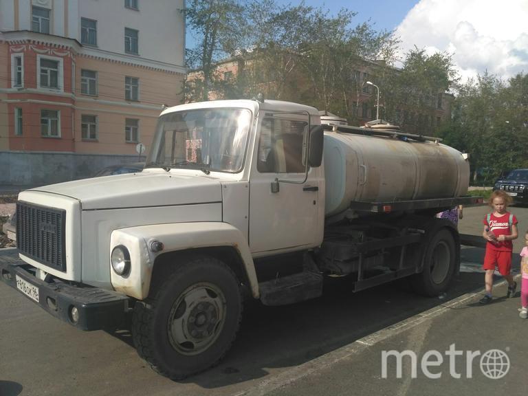 Раздача воды в Североуральске. Фото adm-severouralsk.ru