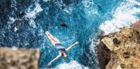 Страх не победить! На прыжки в воду со скалы девушку толкнула любовь