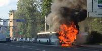Огонь уничтожил пассажирский автобус в Петербурге: фото