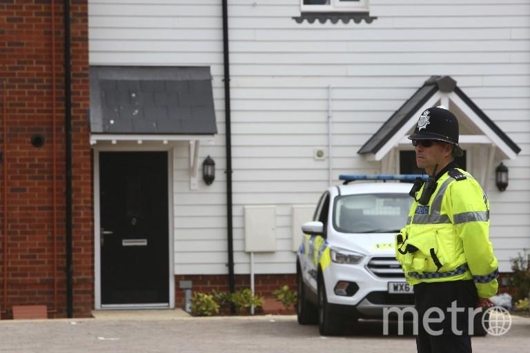 Полицейский охраняет местро отравления. Фото AFP