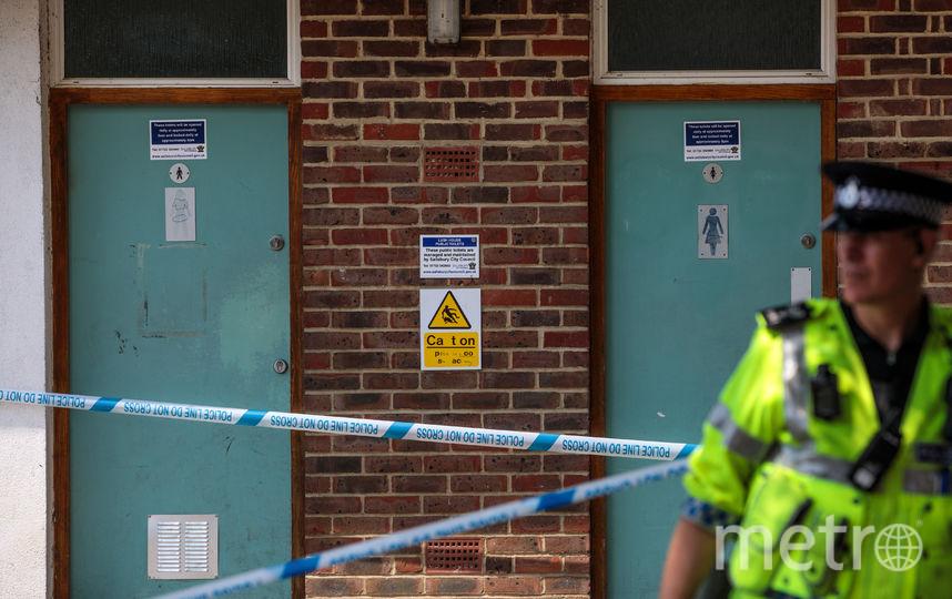 Полицейский охраняет местро отравления. Фото Getty