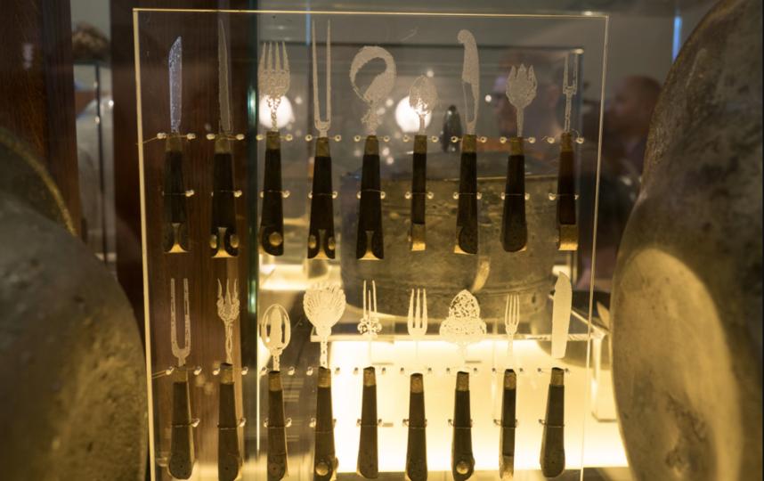 """Посуда, которой пользовался экипаж судна, прекрасно сохранилась. Фото Святослав Акимов, """"Metro"""""""