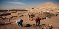 Египетские учёные вскрыли таинственный чёрный саркофаг