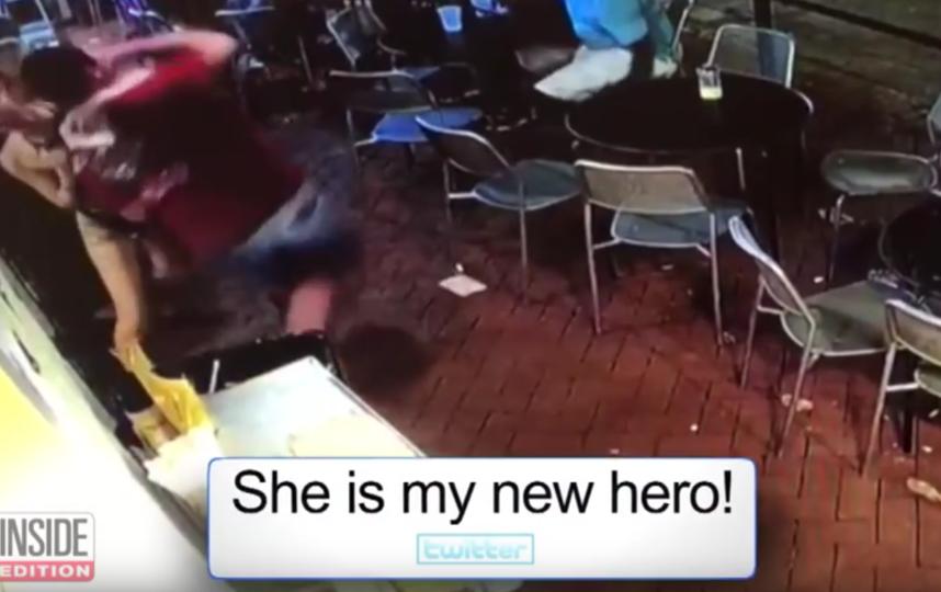 Эмелия Холден дала отпор хаму. Фото Скриншот Youtube