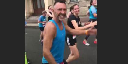 Шнуров на марафоне в Петербурге назвал участников