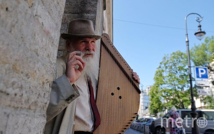 """Когда музыкант берёт в руки гусли, сам чувствует себя былинным персонажем. Фото Алена Бобрович, """"Metro"""""""