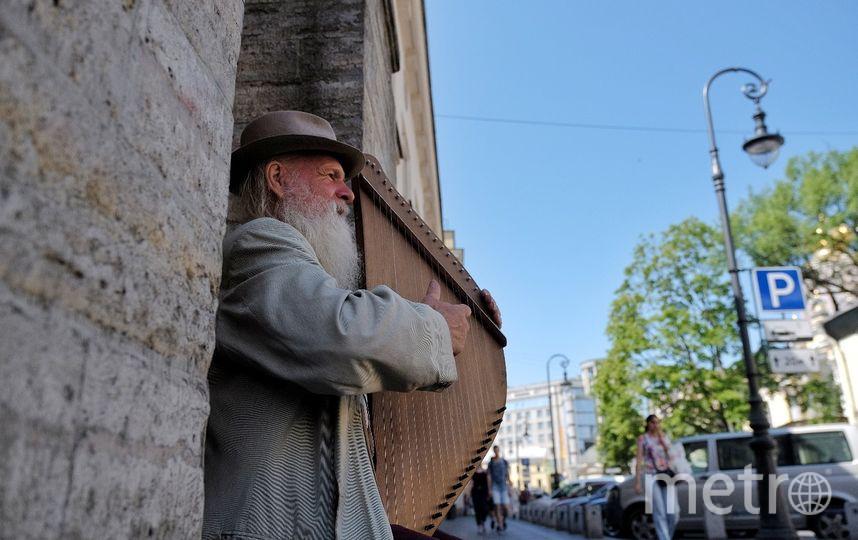 """Когда музыкант берёт в руки гусли, сам чувствует себя былинным персонажем. Фото """"Metro"""""""