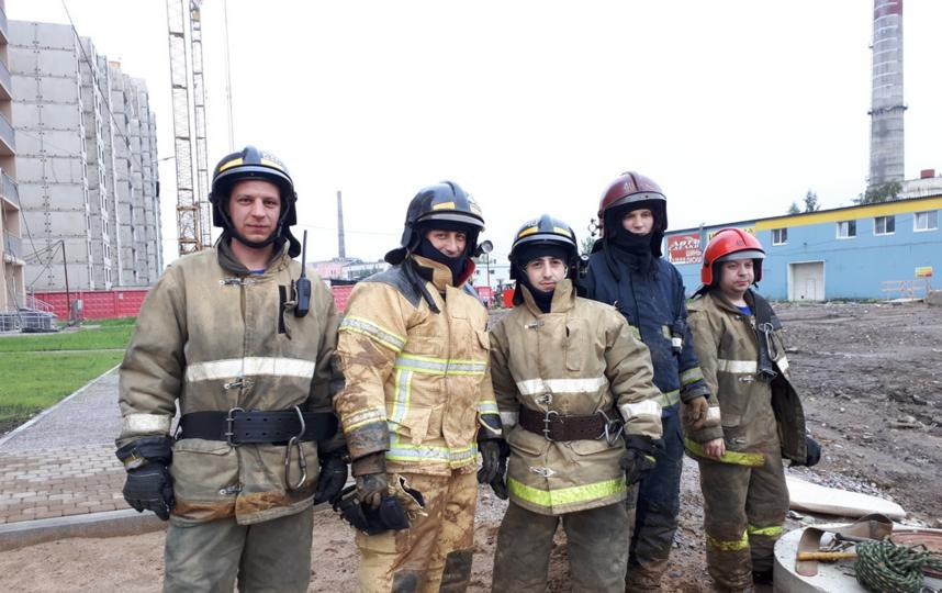 Спасатели из 40 ПСЧ спасли собаку. Фото https://vk.com/spb_today