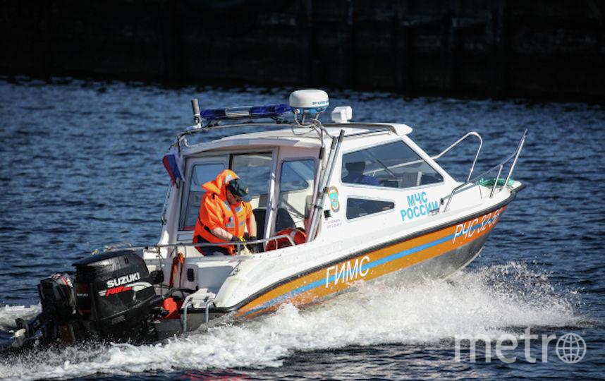 На месте работают спасатели. Фото РИА Новости
