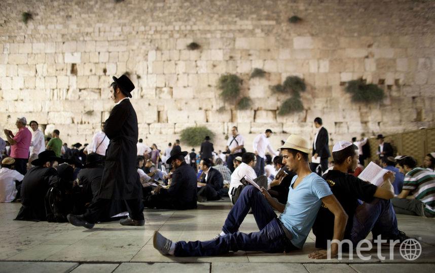 От Стены Плача в Иерусалиме отвалился огромный кусок. Фото Getty