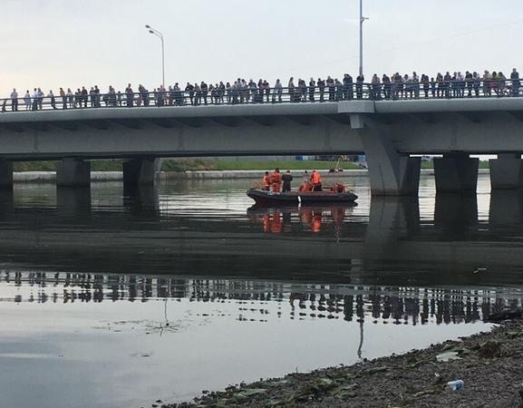 Утонувший под мостом Кадырова подросток пытался спасти девушку. Фото vk.com/spb_today
