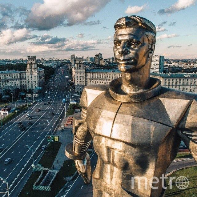 Титановый памятник Гагарину был установлен на Ленинском проспекте в 1980 году специально к Олимпиаде-80. Фото instagram.cim / @kosmaj_project