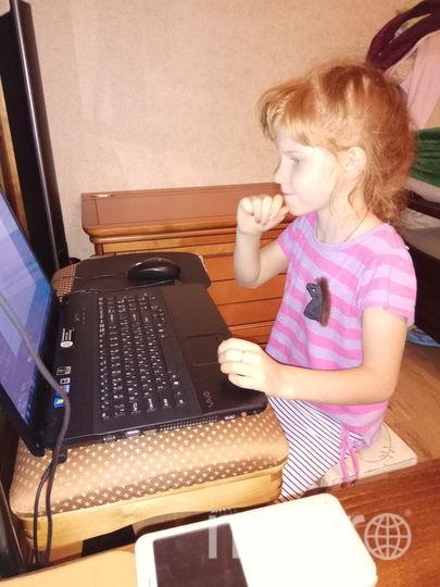 Машенька и ноутбук. Фото Раиса Сыроешкина