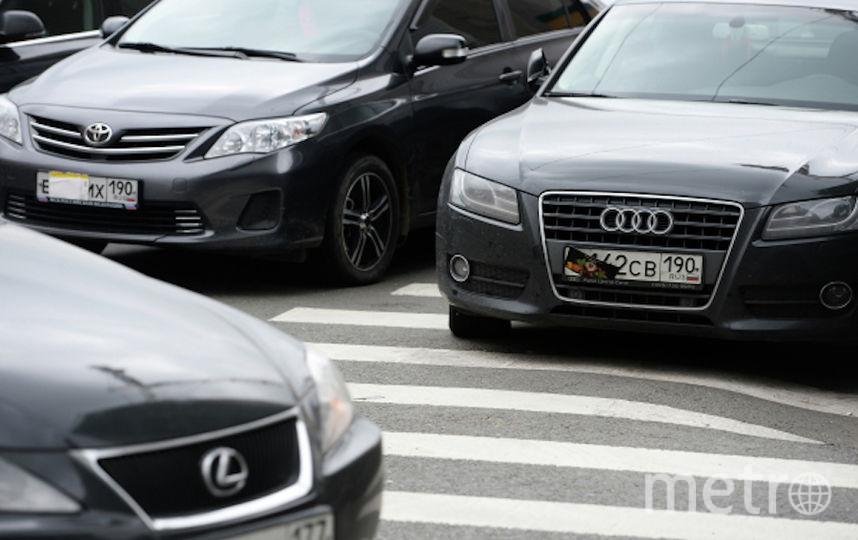 Если номер закрывают специально, водителя штрафуют на 5000 рублей. Фото РИА Новости