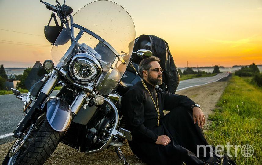 На мотоциклах отец Иоанн ездит с 14 лет, а крестился он в 19. Фото Юлия Боровикова