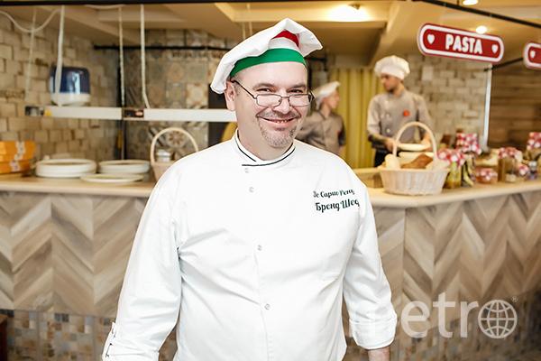 Шеф Ренцо де Сарио приготовит феттуччине. Фото italy-fest.ru
