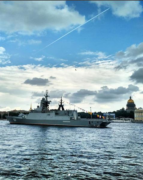 Фото генрепетиции парада к Дню ВМФ в Петербурге. Фото https://www.instagram.com/o_itsmylife/