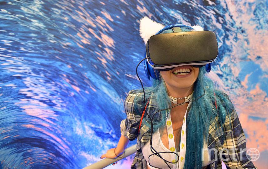 Московские школьники на уроках истории будут путешествовать во времени с помощью VR очков. Фото Getty