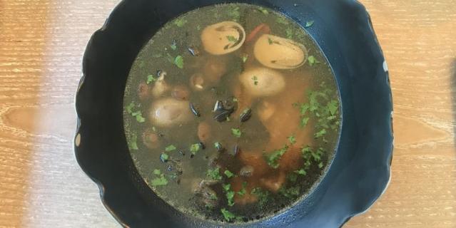 Суп с нерусскими грибами и пастой орзо.