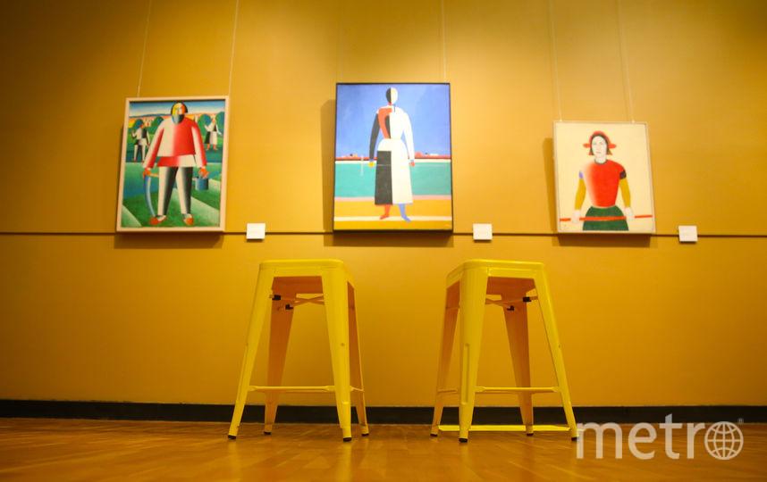 Пока в музее от бара только стулья, с напитками по-прежнему не пускают. Фото Василий Кузьмичёнок
