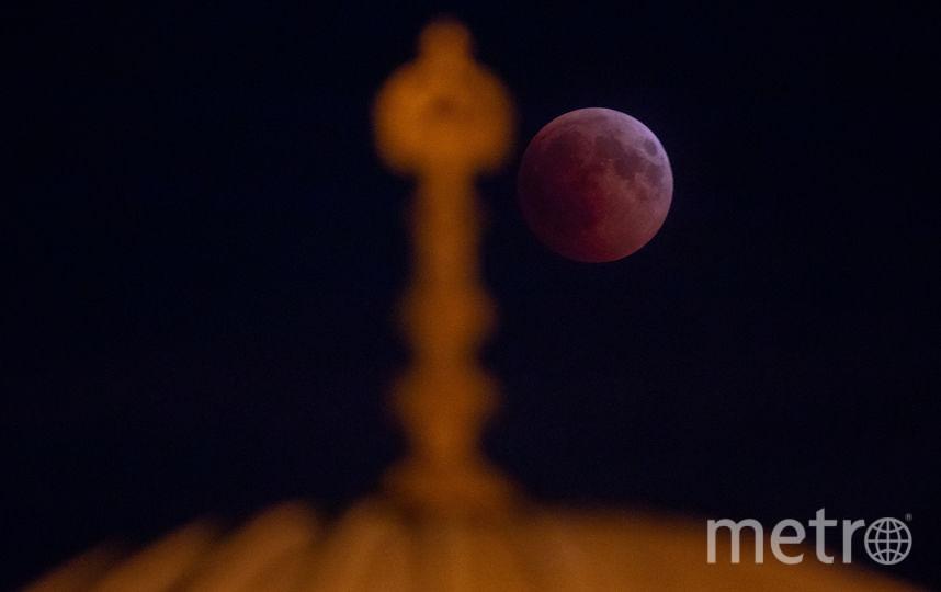 Лунное затмение 27 июля 2018 года. Фото Getty