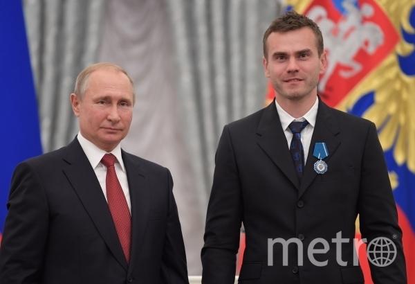 Владимир Путин с Игорем Акинфеевым. Фото РИА Новости