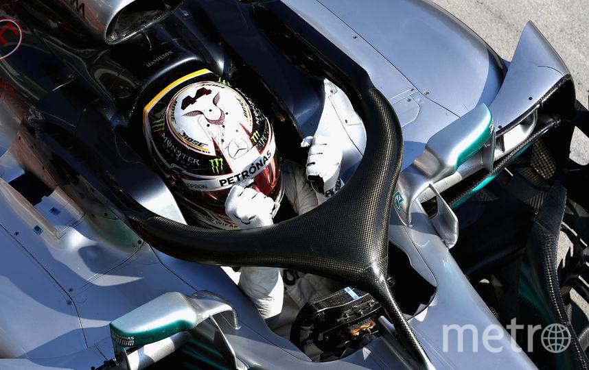 Британский автогонщик Льюис Хэмилтон празднует победу. Фото Getty