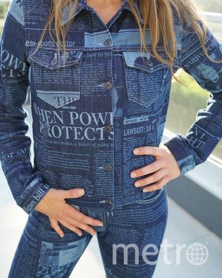 Дизайнеры оформили джинсы статьями о домогательствах. Фото Предоставлено организаторами
