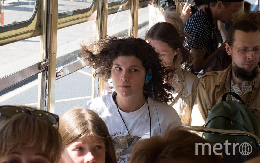 """Экскурсовода хорошо слышно – каждому выдают персональные наушники. Фото Святослав Акимов, """"Metro"""""""