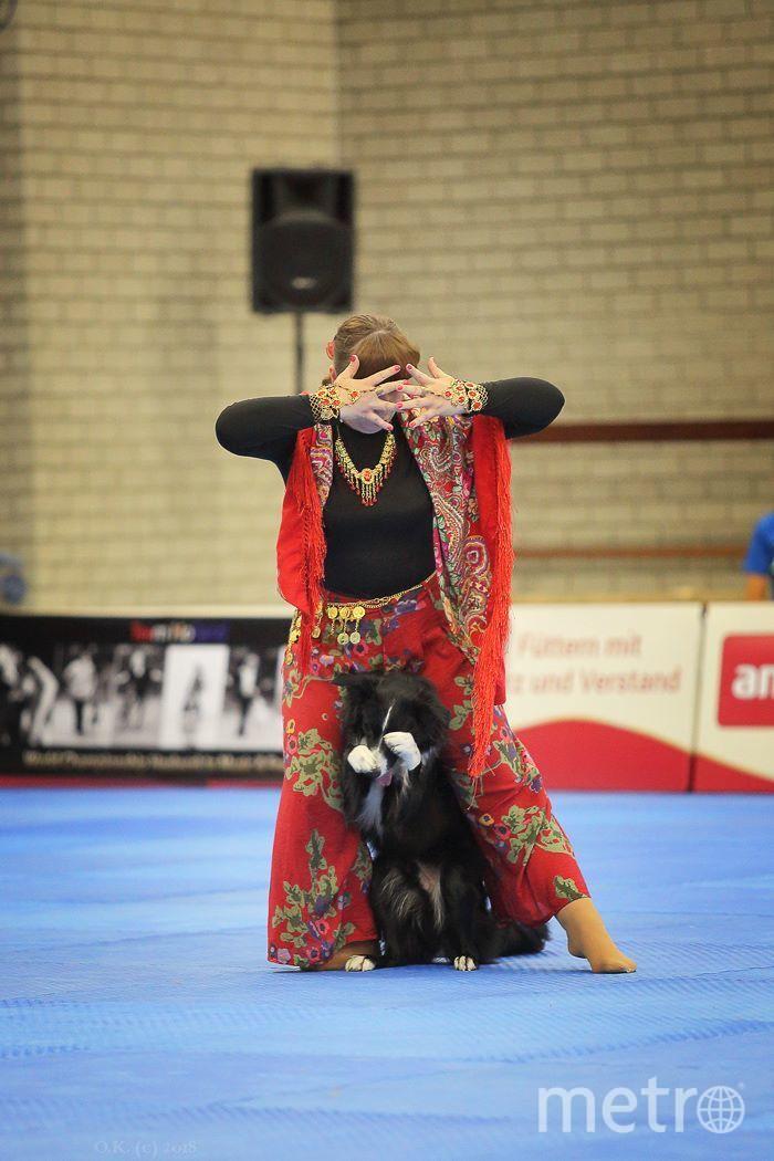 Людмила Ейбогина с бордер-колли Ларри представили танец «Цыганочка». Фото Ольга Кузина
