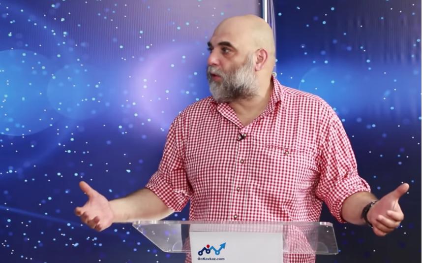 Журналист Орхан Джемаль. Фото Скриншот YouTube, Скриншот Youtube