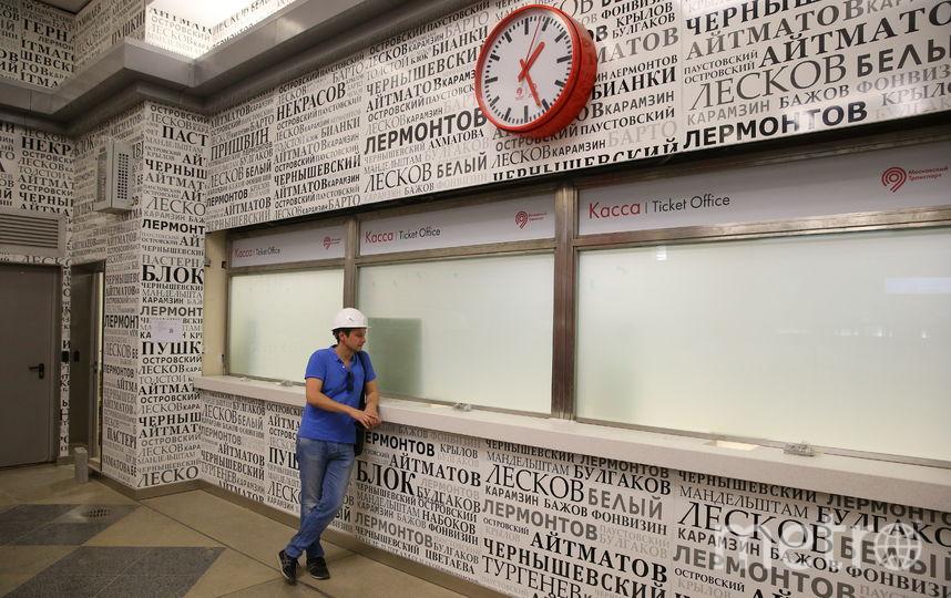 """Стёкла на станции """"Рассказовка"""", которые будут менять проницаемость при нажатии кнопки. Фото Василий Кузьмичёнок"""